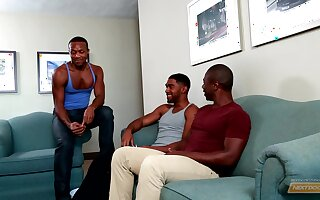 Hardcore gay threesome with horny black dudes at a hotel room