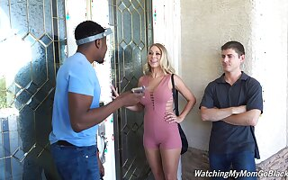 Cuckold dude watches his wife getting fucked by a black dude