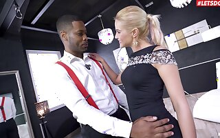 Blondie pleases the black dude by letting him smash both her holes